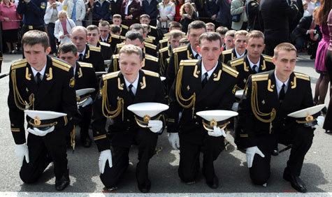Вместо лейтенантов военные вузы будут готовить сержантов