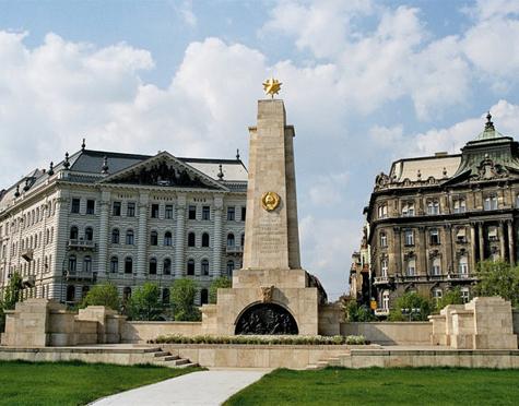 «Йобик» недоволен советским памятником
