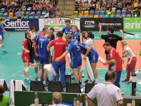 Российские волейболисты обменялись победами с немцами во Франкфурте