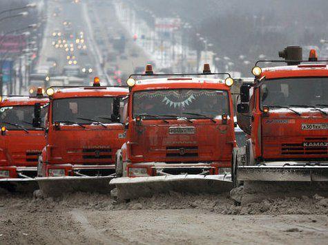 Мартовский снегопад парализовал движение на МКАД