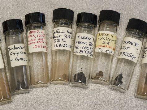 Образцы лунного грунта обнаружены в заброшенном архиве. Между тем, возможно, что это пост-подтасовка