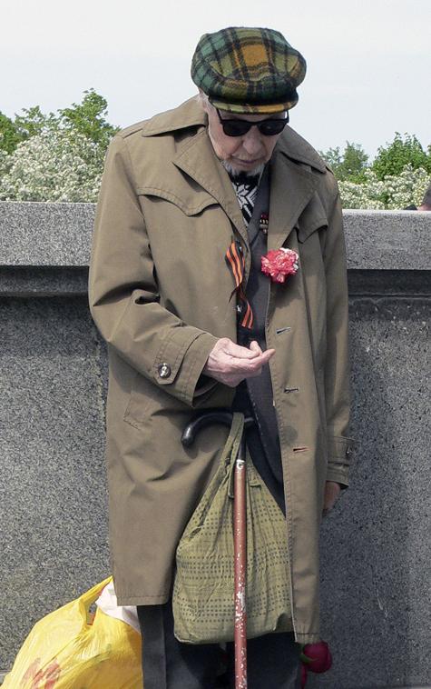 Пенсионеры встретят День Победы не с пустыми карманами