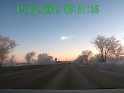 Метеорит падает на Челябинск: все видео очевидцев