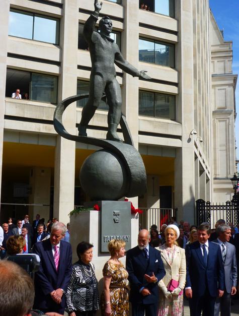 Памятник первому космонавту открыт в центре Лондона