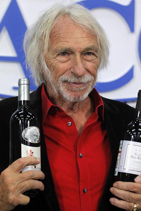 Пьер Ришар признался, что выпивает в день полбутылки вина
