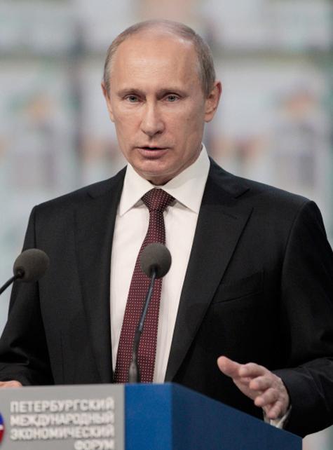 Путин в Петербурге боролся с кризисом