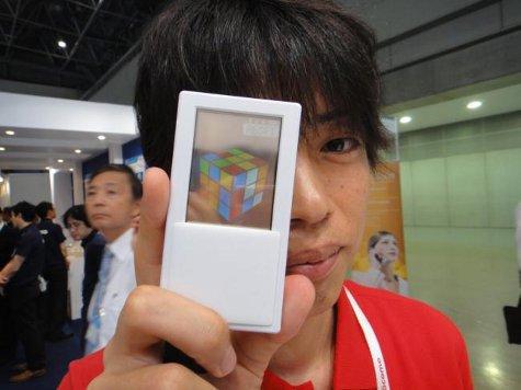 Прозрачный сенсорный экран чувствителен к нажатию с обеих сторон
