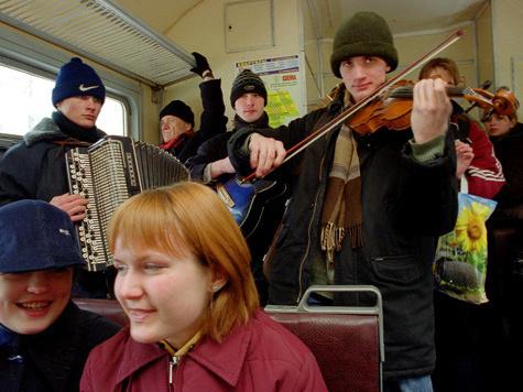 """Репортер """"МК"""" выяснил музыкальные вкусы пассажиров подмосковных электричек"""