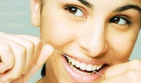 Медики рассказали, как можно забеременеть с помощью зубной нити