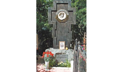 Ухаживать за могилой известного ювелира Павла Овчинникова на Калитниковском кладбище станут его последователи