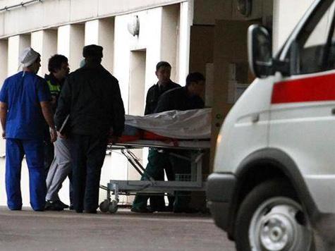 Спасать жизнь москвичу, которому на улице неизвестные засунули в задний проход... арматуру, пришлось на днях медикам