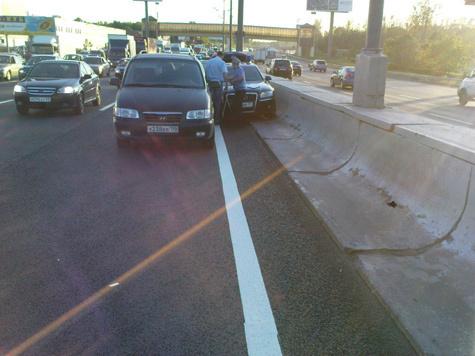 Очередное ДТП с участием машины с мигалкой случилось на МКАД