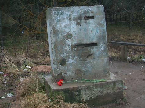 Памятник военным музыкантам в Вязьме оскверняет их память