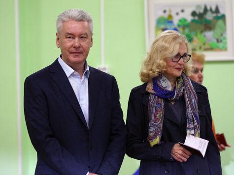 Сергей Собянин проголосовал на выборах мэра Москвы, постояв в очереди