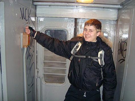 """Путешествие экстремалов-""""зацеперов"""" на крыше метровагона закончилось в морге"""