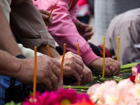 В День памяти и скорби российских немцев старики встретились у памятника жертвам политических репрессий
