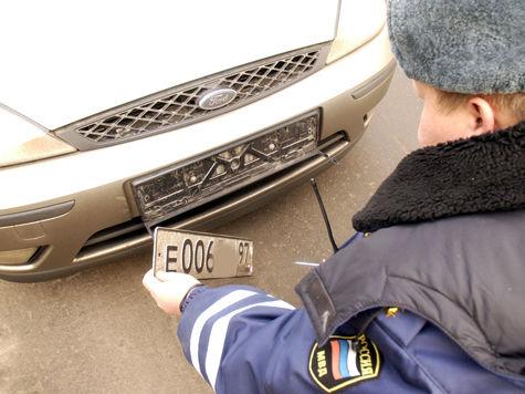 Получение «блатных» номеров автоледи объяснила простым везением