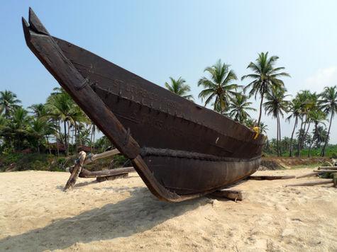У берегов Индонезии затонула лодка с беженцами