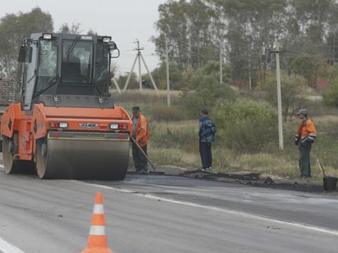 Первым в Московской области чистить дороги средством для мытья посуды и латать дорожные ямы по заявкам от горожан начал Серпухов