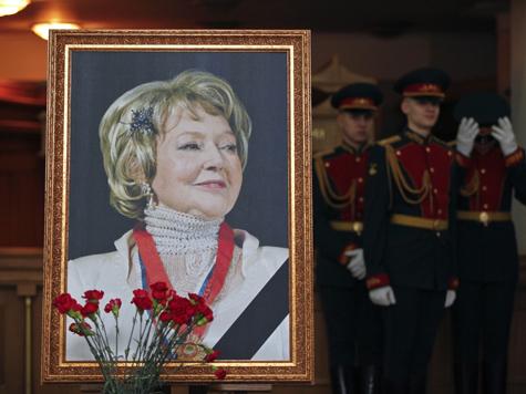 Молчаливая скорбь разлита в здании театра, где Людмила Ивановна прослужила более полувека