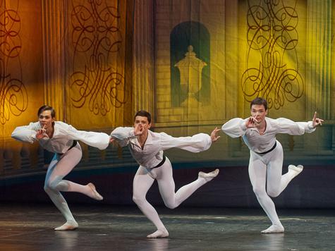 Театр танца «Гжель» узнал своих выпускников