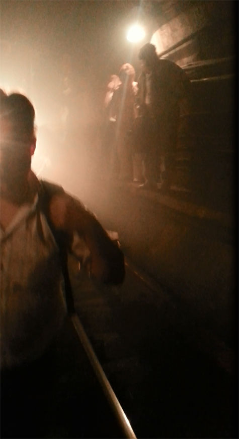 Жертва пожара в метро: «Люди сели на пол и  закрыли лица влажными салфетками»