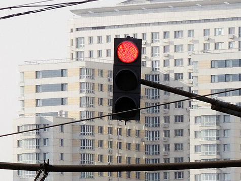 Желтый сигнал светофора наделят функциями красного и зеленого