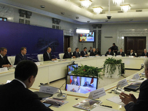 Путин снял дальневосточного полпреда Ишаева и назначил на его место Трутнева