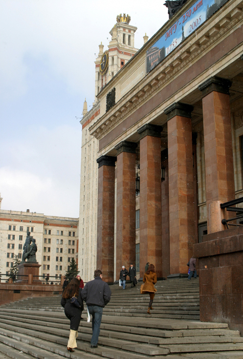 Выпускники школы при МГУ выступают против назначения ее директором единоросса Андрея Андриянова