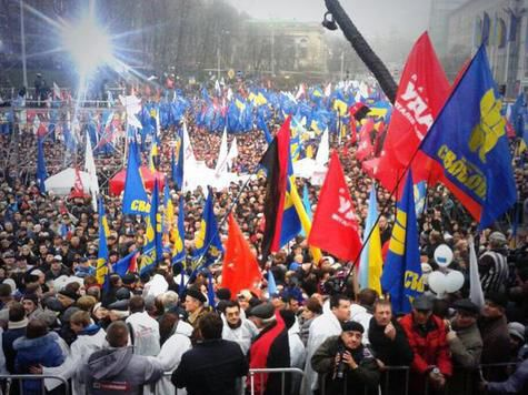 Митингующие на «Евромайдане» пытаются повторить события 2004 года