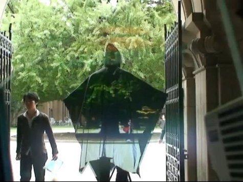 Физик Али Алиев смог сделать предмет невидимым. ВИДЕО