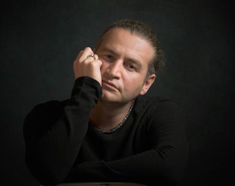 Непосильной задачей стала для заслуженного артиста России Леонида Агутина банальная регистрация жилья