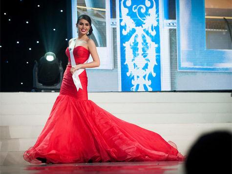 Победительницей шоу национальных костюмов стала представительница Никарагуа  Настасья Боливар