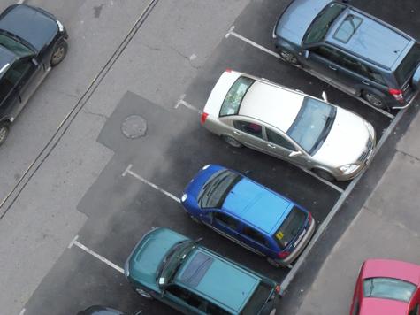 Военные организовали автосалон по продаже казенных машин
