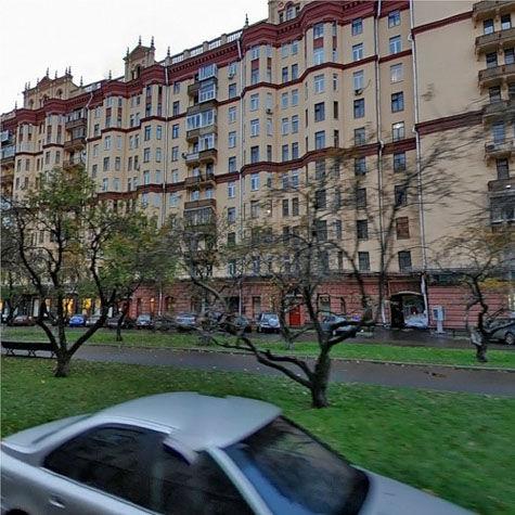 Вскрыв дверь квартиры артиста в элитном доме на Фрунзенской набережной, злоумышленники даже не переступили порог