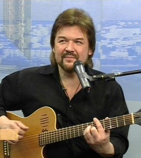 Автору гимна «МК» и лидеру группы «Гуляй Поле» исполняется 50 лет
