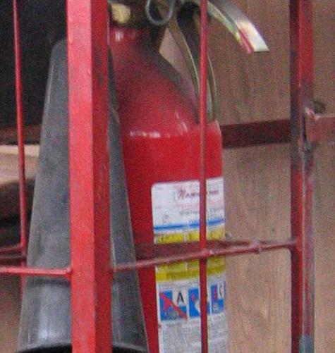 Уборщица вытравила покупателей из магазина ядовитой пылью