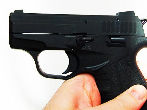 Убийцу выдало осторожное обращение с оружием