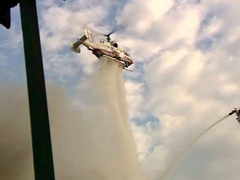 Пожар на севере Москвы тушили четырьмя вертолетами