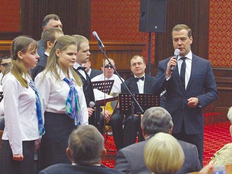Накануне Женского дня Дмитрий Медведев пообещал работницам социальной сферы новых мужчин
