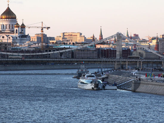 Прокатиться по Москве-реке теперь можно с велосипедом