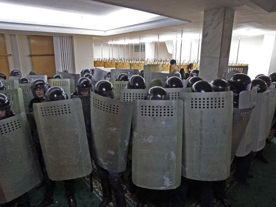 Верховный Совет Крыма захватили бандеровцы? Что рассказали журналисту очевидцы захвата