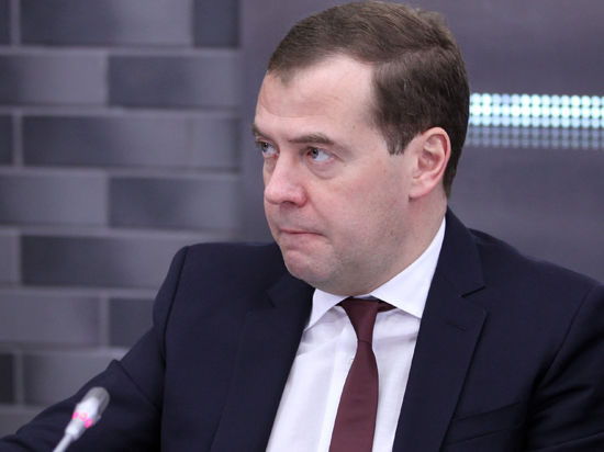 Социалка вместо игорной зоны: Медведев вернул Крым с небес на землю