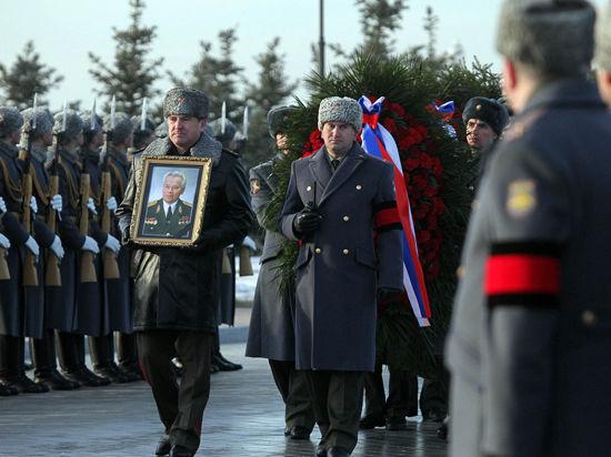 На похоронах Калашникова дети обнародовали его завещание