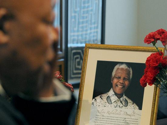 Обама стал жертвой пробки на пути к Манделе