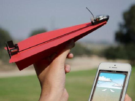 Бумажные самолетики научили летать при помощи смартфонов