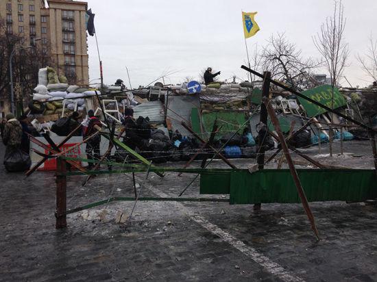 В Киеве - дефицит касок, сигарет и карточек для мобильных