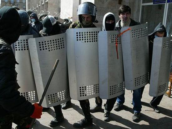 В Донецке пытались с автоматами захватить телерадиокомпанию