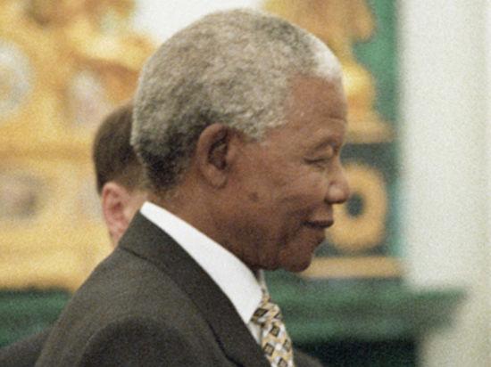 На траурную церемонию в Йоханнесбурге собрались десятки тысяч людей