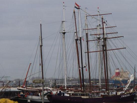 Молодежный форум «Россия – Голландия» проплыл по каналам Нидерландского королевства